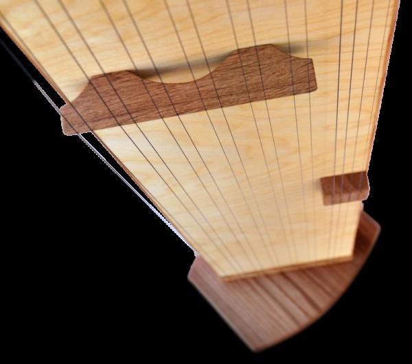 Multichord Gaya 140 Detailansicht Steg Stringboard und Tambura
