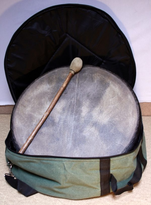 Tasche für Rahmentrommel aus Leinenstoff mit Trommel drin