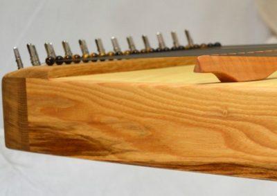 Monochord Esche Seitenansicht